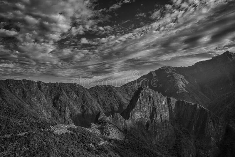 machuperu picchu Den forntida Incastaden som lokaliseras på Peru på berget en höjd av 2.450 meter arkivbilder