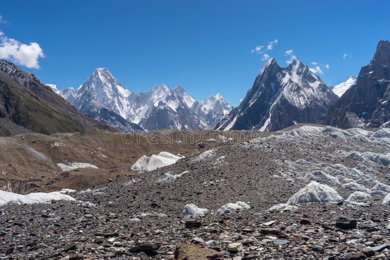 Maciço de Gasherbrum e montanha máxima da mitra, passeio na montanha K2 imagem de stock royalty free