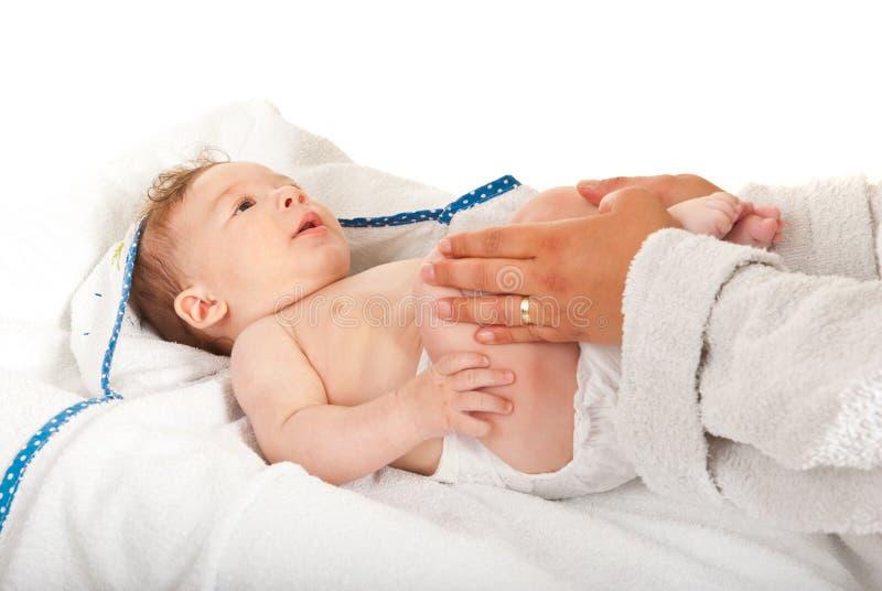 Macierzyste masowania dziecka nogi obrazy royalty free