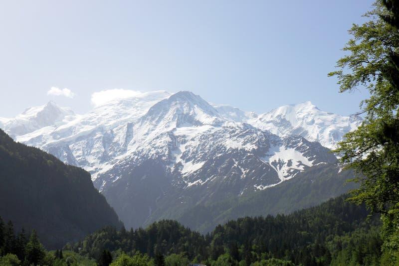 Macizo blanco de nieve Mont Blanc de la N205 francesa imagenes de archivo