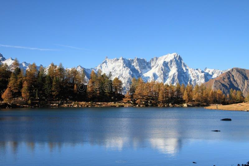Macizo del lago Arpy y de Mont Blanc fotografía de archivo libre de regalías