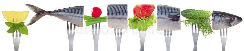 Mackerel med grönsaker royaltyfri foto