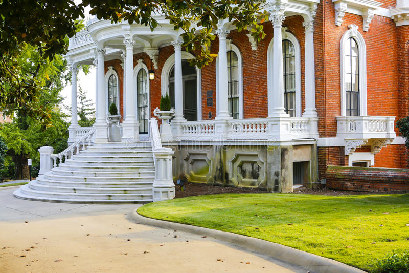 MACON, GEORGIA - 29-ОЕ ОКТЯБРЯ 2013: Дом Johnston-Felton-сена стоковая фотография rf