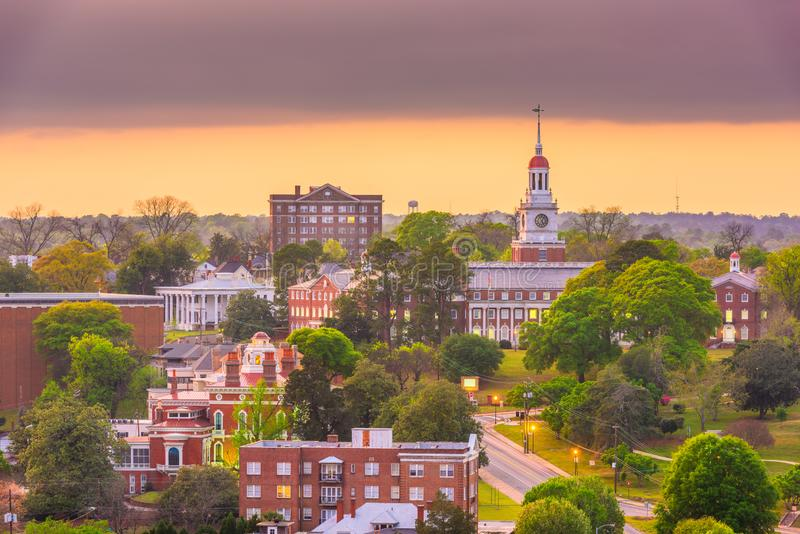 Macon, Georgia, de historische skyline in het centrum van de VS bij de schemering stock foto's