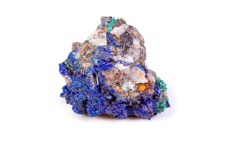 Macro azurite en pierre minérale sur le fond blanc photos stock