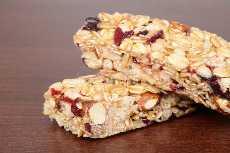 Macro barre de granola d'écrou de fruit DOF peu profond image stock