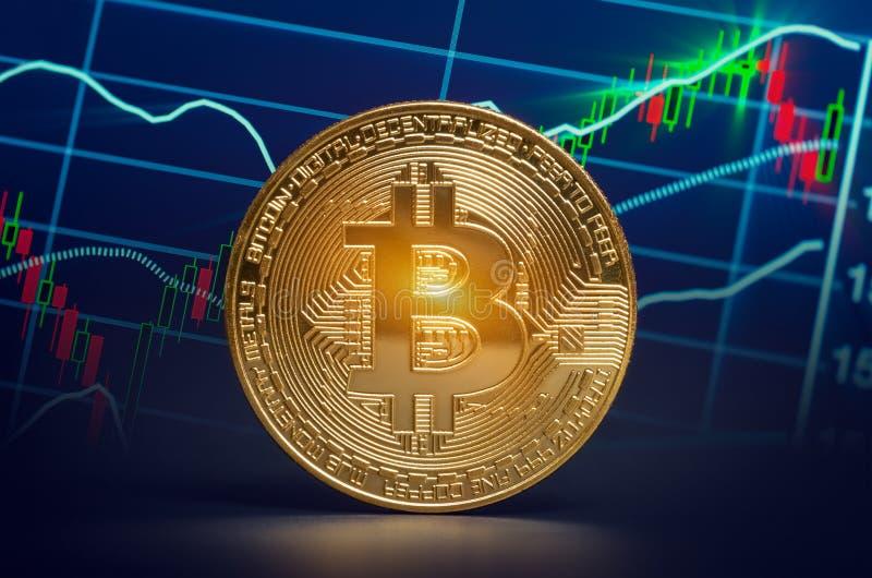 Macro bitcoin brillant et diagramme marchand de données du marché crypte virtuelle photo libre de droits