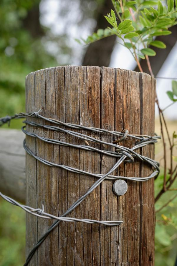how to build a barbed wire fence corner
