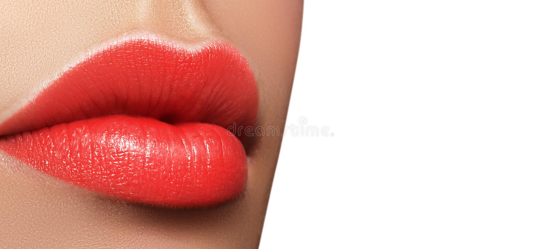 Macro colpo del primo piano della bocca femminile Trucco rosso delle labbra di fascino sexy con il gesto di sensualità Rossetto s immagini stock libere da diritti
