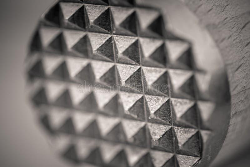 Macro colpo di un inteneritore di legno della carne, estremità di Monocrome del metallo immagini stock