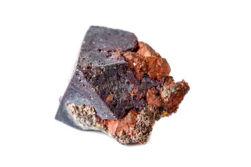 Macro cuprite minéral sur le fond blanc photo stock