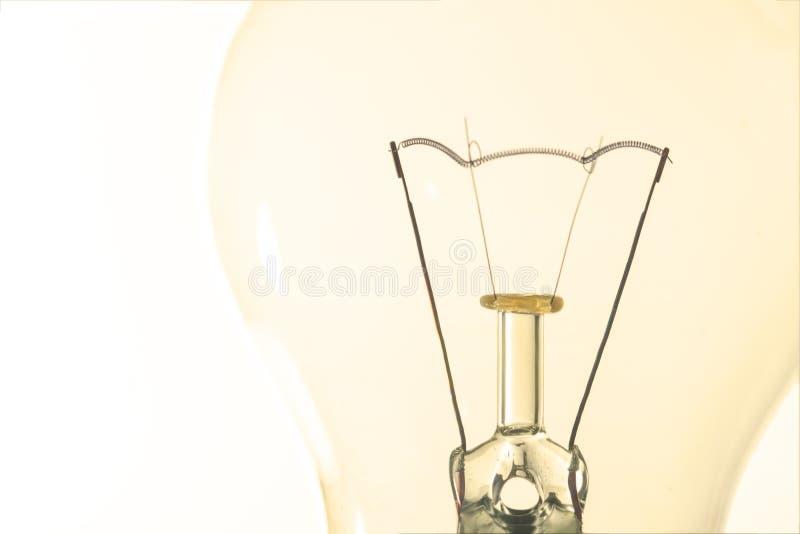 Macro d'ampoule avec l'artisti de fil et de construction de filament images stock