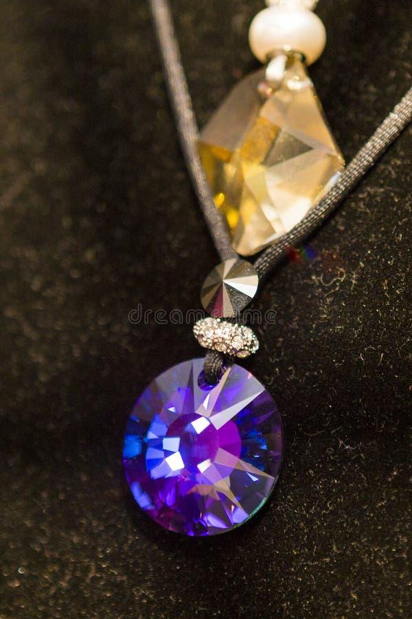 Macro d'un collier exposé dans un magasin image libre de droits