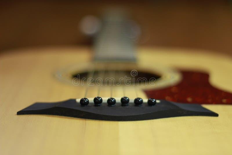 Macro D Une Guitare Acoustique Professionnelle Sur Une Table En