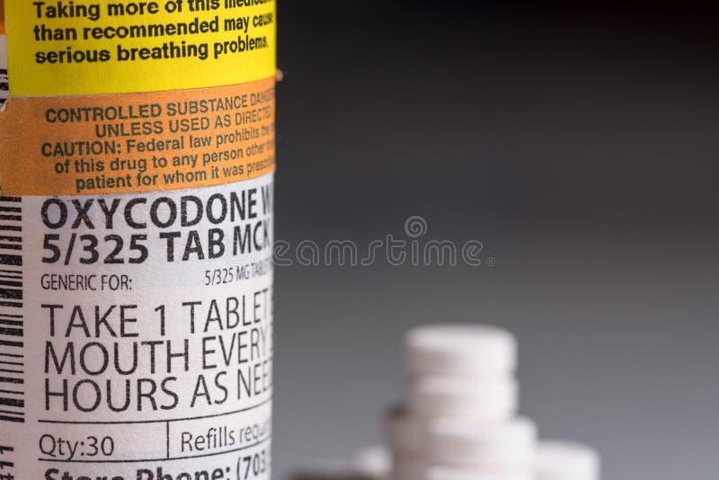 Macro da garrafa da tabuleta do opiáceo do oxycodone fotografia de stock royalty free