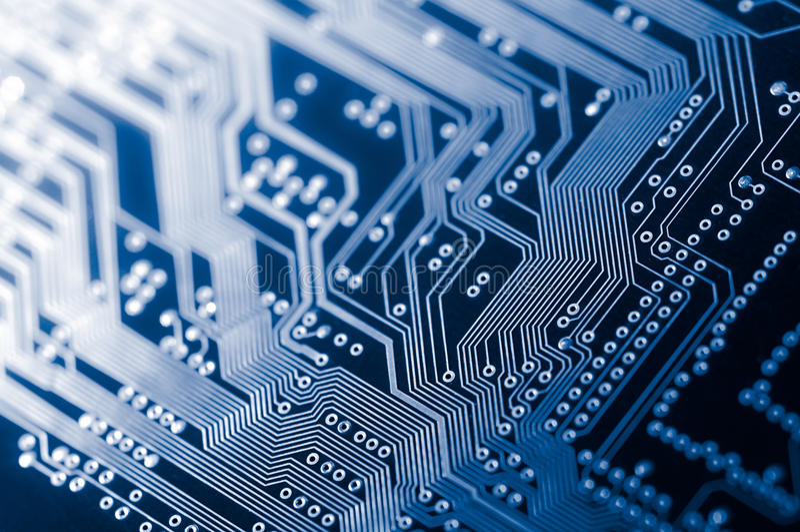 Macro de carte PCB électronique de carte dans le bleu image stock
