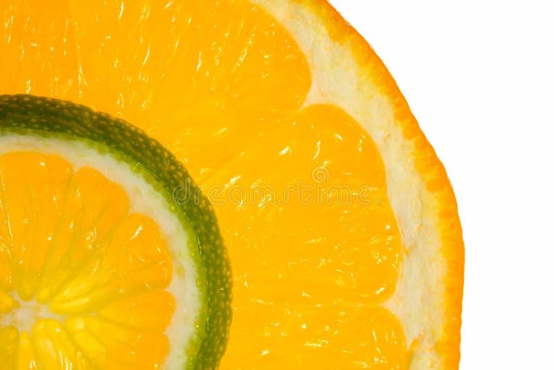 Macro de fatias da laranja e do cal fotos de stock