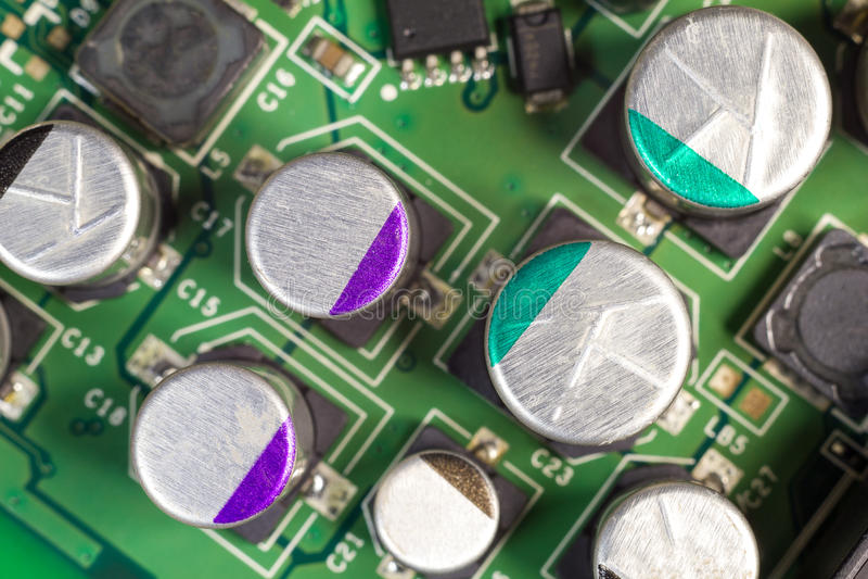 Macro del condensador del tablero del ordenador del PWB fotos de archivo libres de regalías