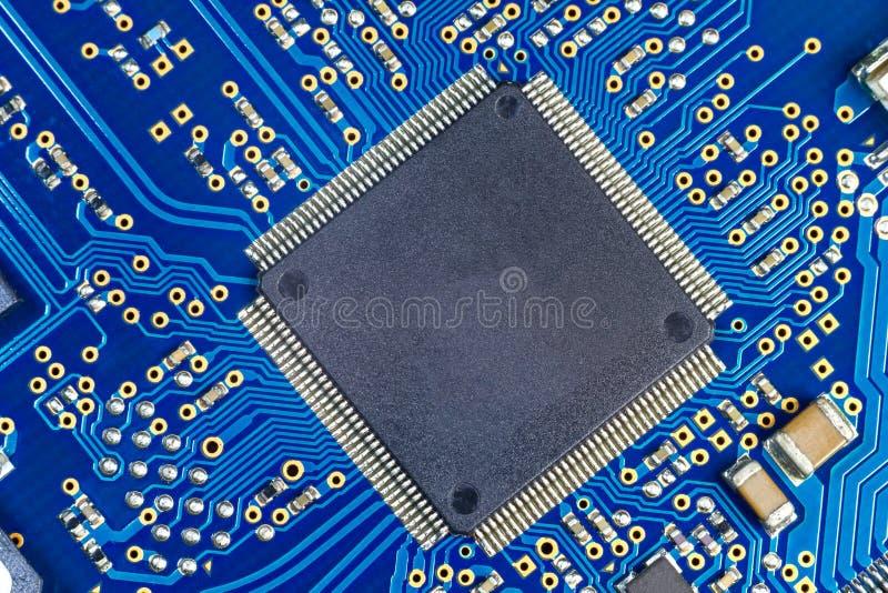 Macro del condensador del tablero del ordenador del PWB foto de archivo