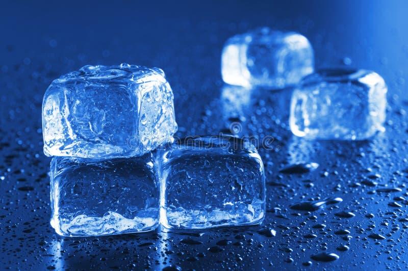 Macro del cubo di ghiaccio fotografia stock libera da diritti