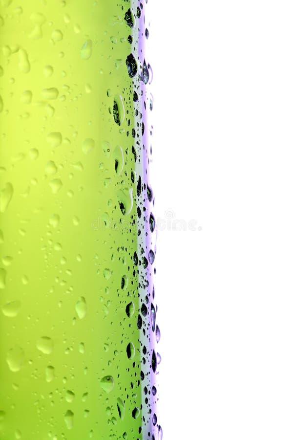 Macro del lato della bottiglia da birra isolata fotografie stock libere da diritti