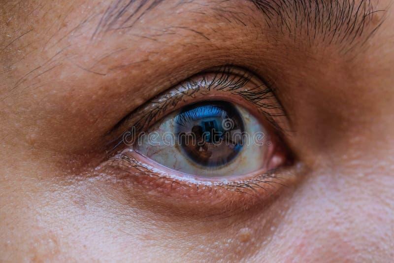 Macro dell'occhio della donna dell'Asia, la visione del futuro e concetto sano di vita osservi preciso e diritto al concetto dell immagini stock libere da diritti