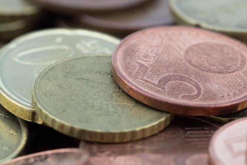 Macro des pi?ces de monnaie d'euro cents Pi?ces de monnaie de cinquante euro cents, vingt euro cents image libre de droits