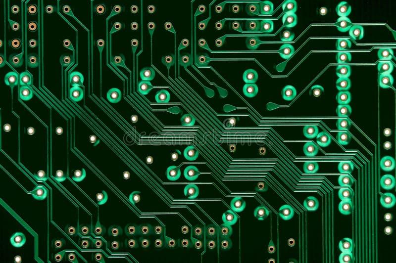 Macro do PWB da placa de circuito eletrônico no verde imagem de stock