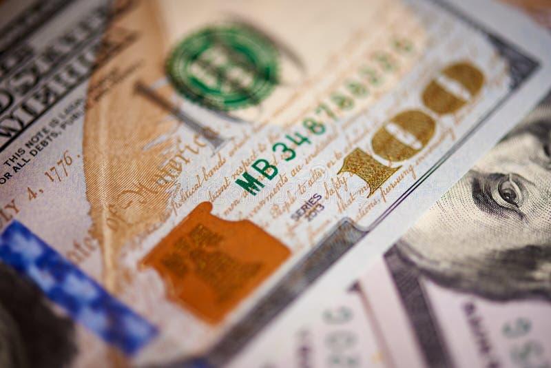 Macro do valor americano do papel moeda cem dólares, a conta americana nova fotos de stock royalty free