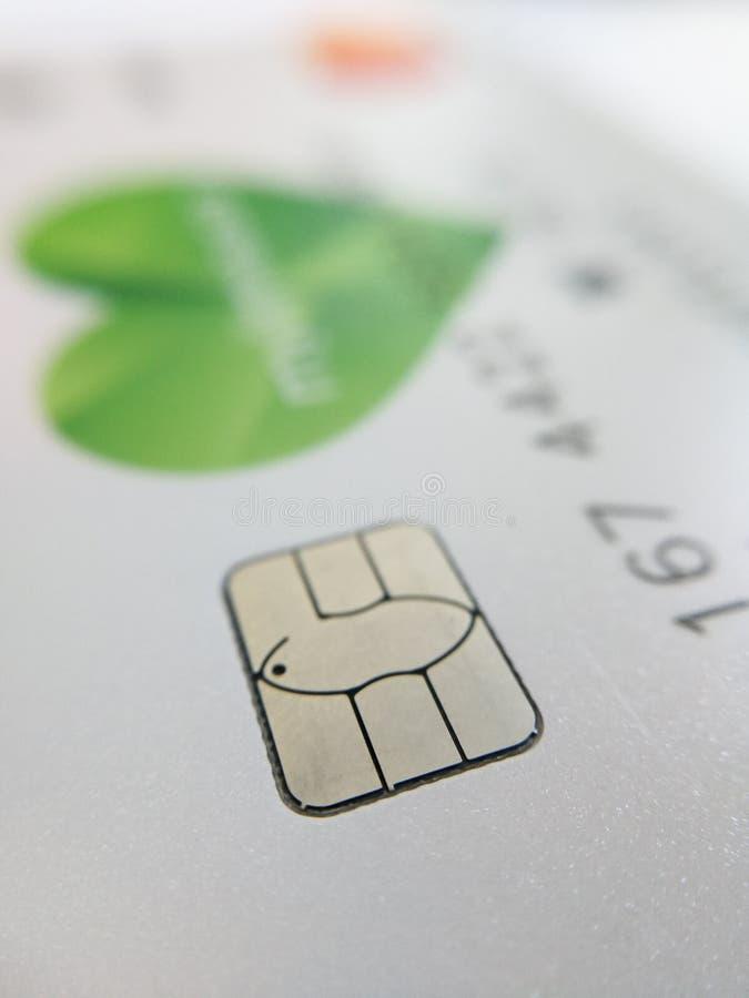 Macro fin des contacts électroniques de microcircuit de carte de banque photos stock