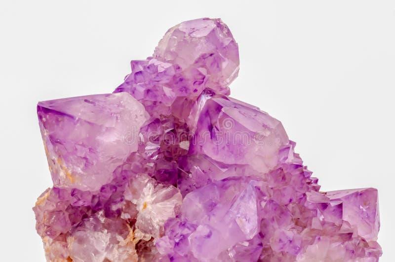Macro foto dei cristalli lilla pastelli di ametista di colore fotografie stock libere da diritti