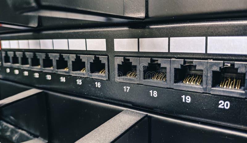 Macro foto dello scaffale di comunicazione, dati che fissano le prese fotografia stock