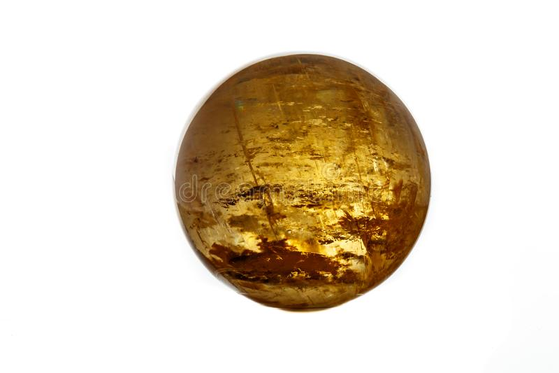 Macro globo di pietra minerale della calcite su una fine bianca del fondo su fotografie stock