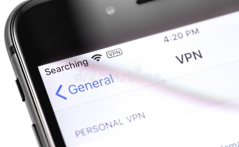Macro iPhone d'Apple de plan rapproch? avec des arrangements de VPN sur l'?cran photographie stock
