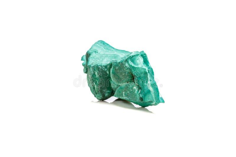 Macro malachite di pietra minerale nella roccia su un fondo bianco immagine stock libera da diritti