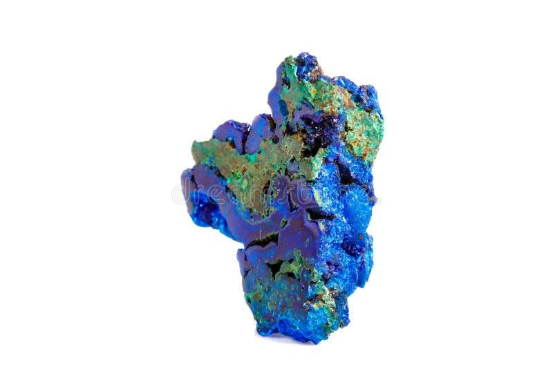 Macro malachite en pierre minérale avec l'azurite sur le fond blanc images stock