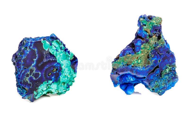 Macro malachite en pierre minérale avec l'azurite sur le fond blanc photographie stock