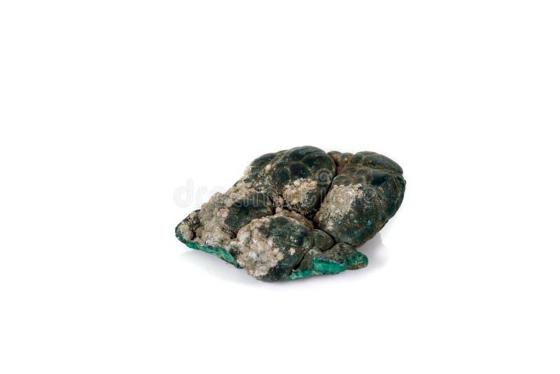 Macro malachite en pierre minérale sur le fond blanc images libres de droits