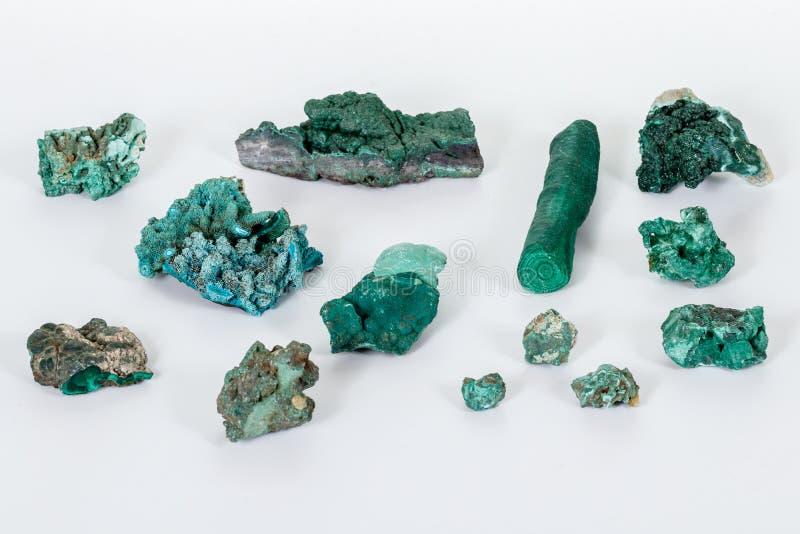 Macro malachite en pierre minérale sur le fond blanc photos stock