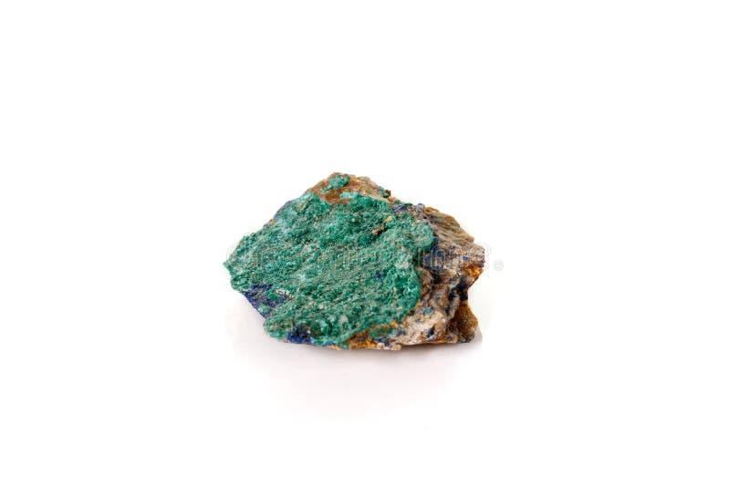 Macro malachite et azurite en pierre minérales sur le fond blanc images stock