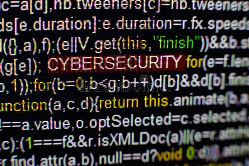 Macro photo d'écran d'ordinateur avec le code source de programme et d'inscription accentuée de CYBERSECURITY au milieu script photo stock