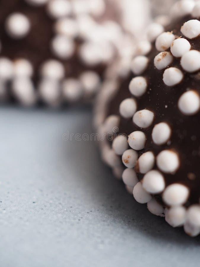 Macro photo des pralines de chocolat images libres de droits