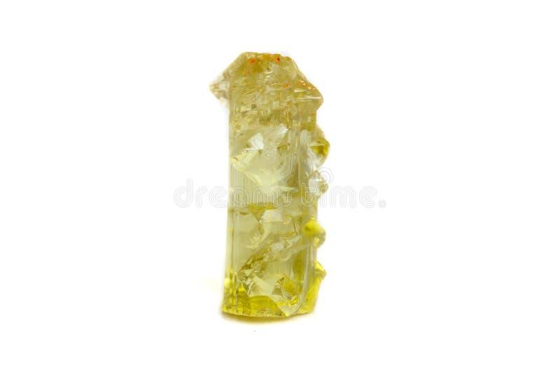 Macro pietra minerale di heliodor del berillo su fondo bianco immagini stock libere da diritti