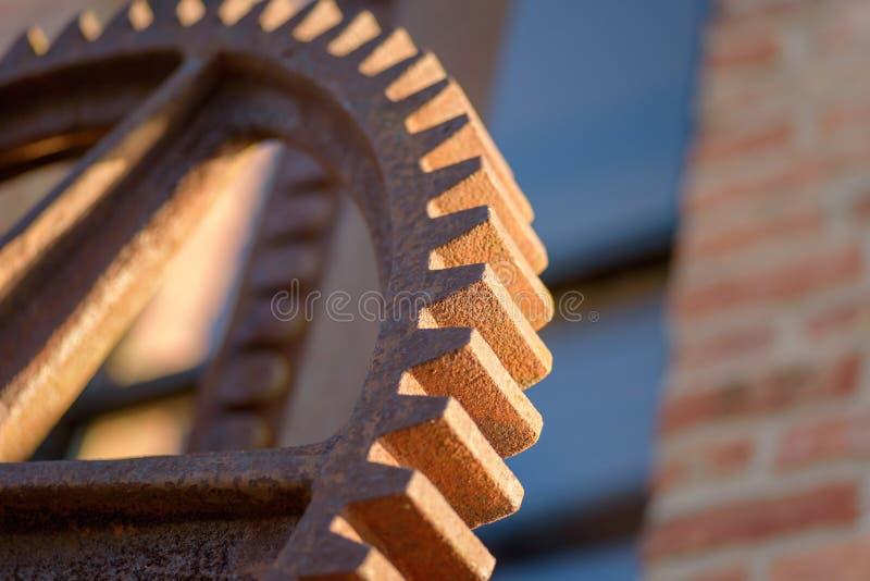Macro plan rapproché de grande vitesse industrielle rouillée en dehors d'usine photos stock