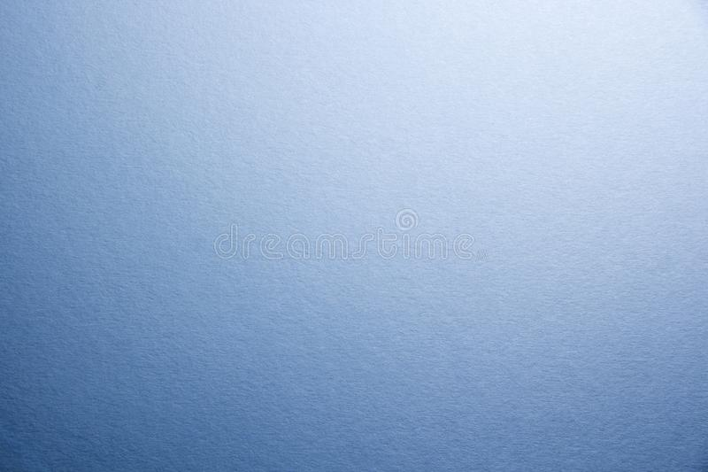 Macro Primo piano di struttura di carta opaca naturale Fondo di tonalità blu fotografia stock
