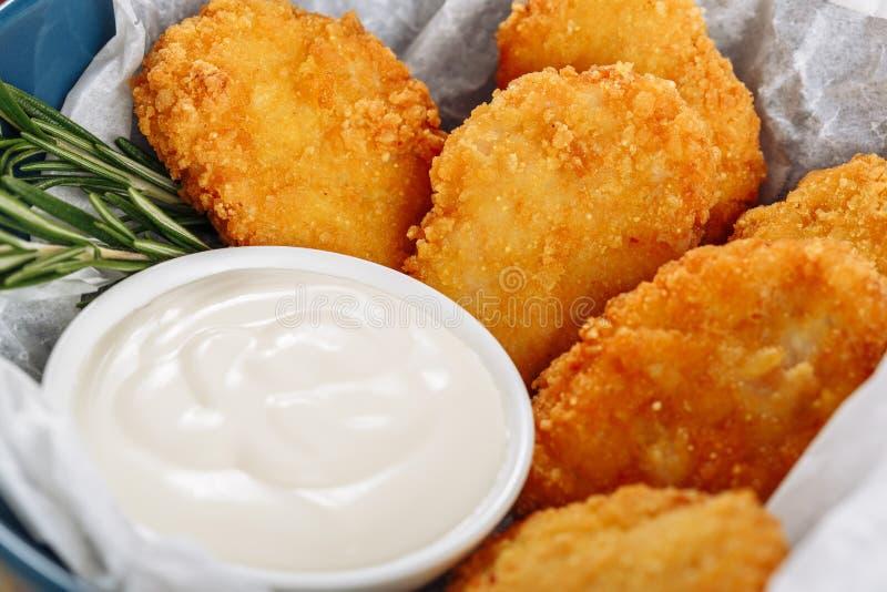 Macro profonda del primo piano di Fried Crispy Chicken Nuggets immagine stock