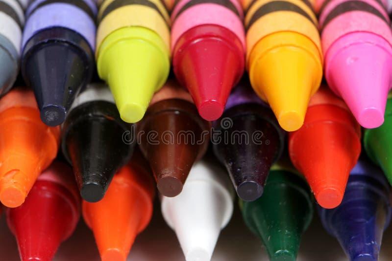 Macro projectile coloré des extrémités des crayons photos libres de droits