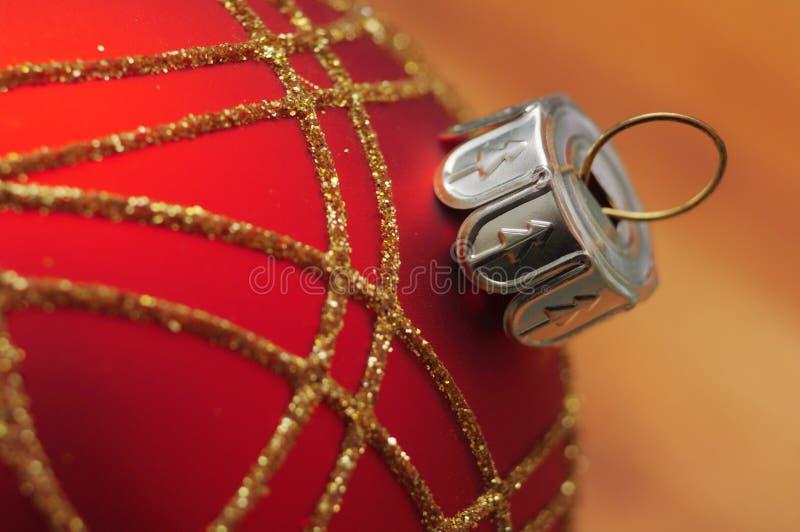 Macro roja de la bola de la Navidad imágenes de archivo libres de regalías