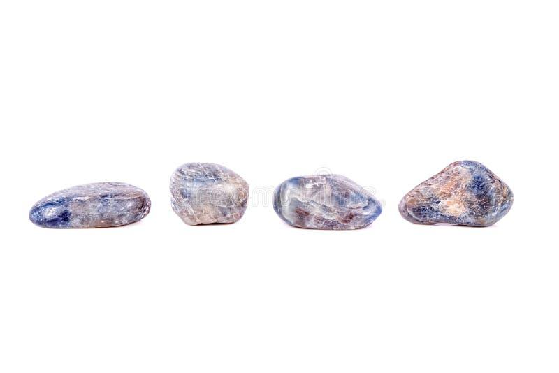 Macro saphir en pierre minéral sur le fond blanc images libres de droits
