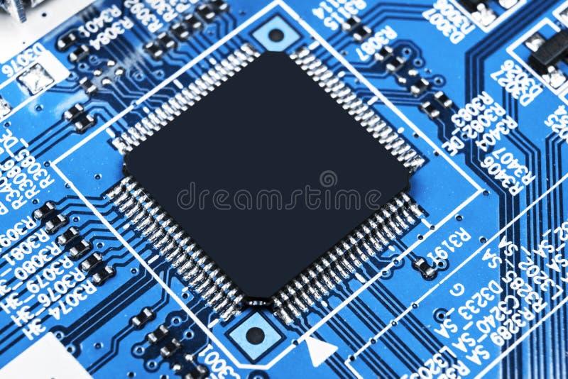 Macro tir d'un Circuitboard avec des puces de résistances et des composants électroniques Technologie de matériel informatique Co photos libres de droits